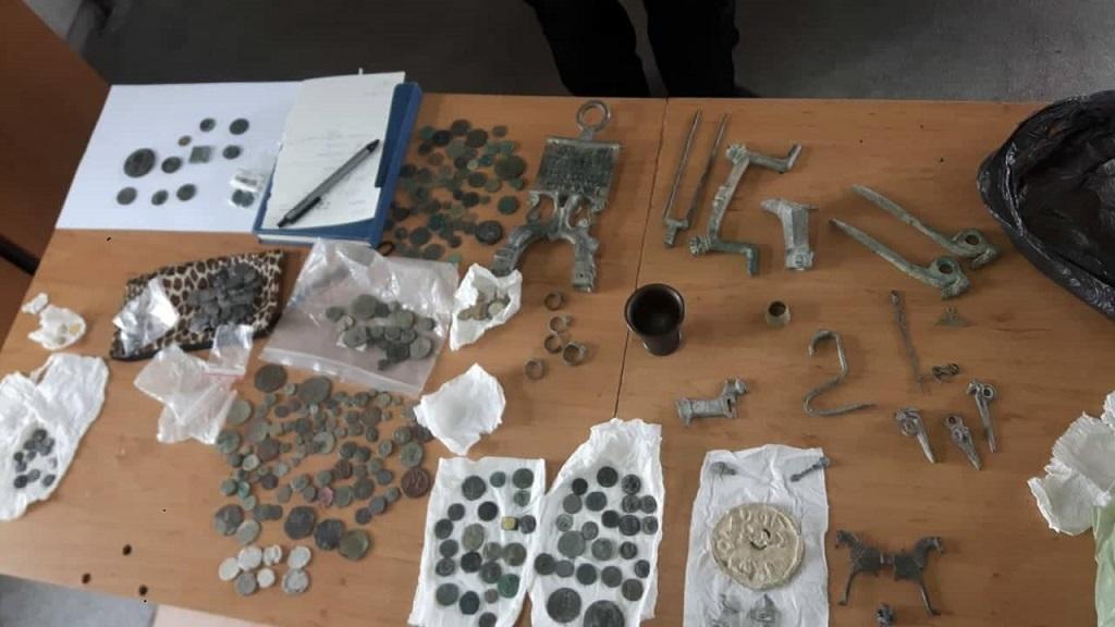 Иманярско съкровище в  лек автомобил откриха митнически служители на МП Лесово